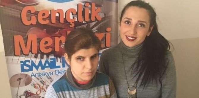 Antakya Belediyesi Gençlik Merkezi'nden Örnek Hizmet;GÖRME ENGELLİ ÖĞRENCİLER PİYANO EĞİTİMİ İLE SOSYAL HAYATA DÂHİL EDİLİYOR