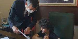 Topal'ın oğlu Özgür Özel'in koltuğuna oturdu